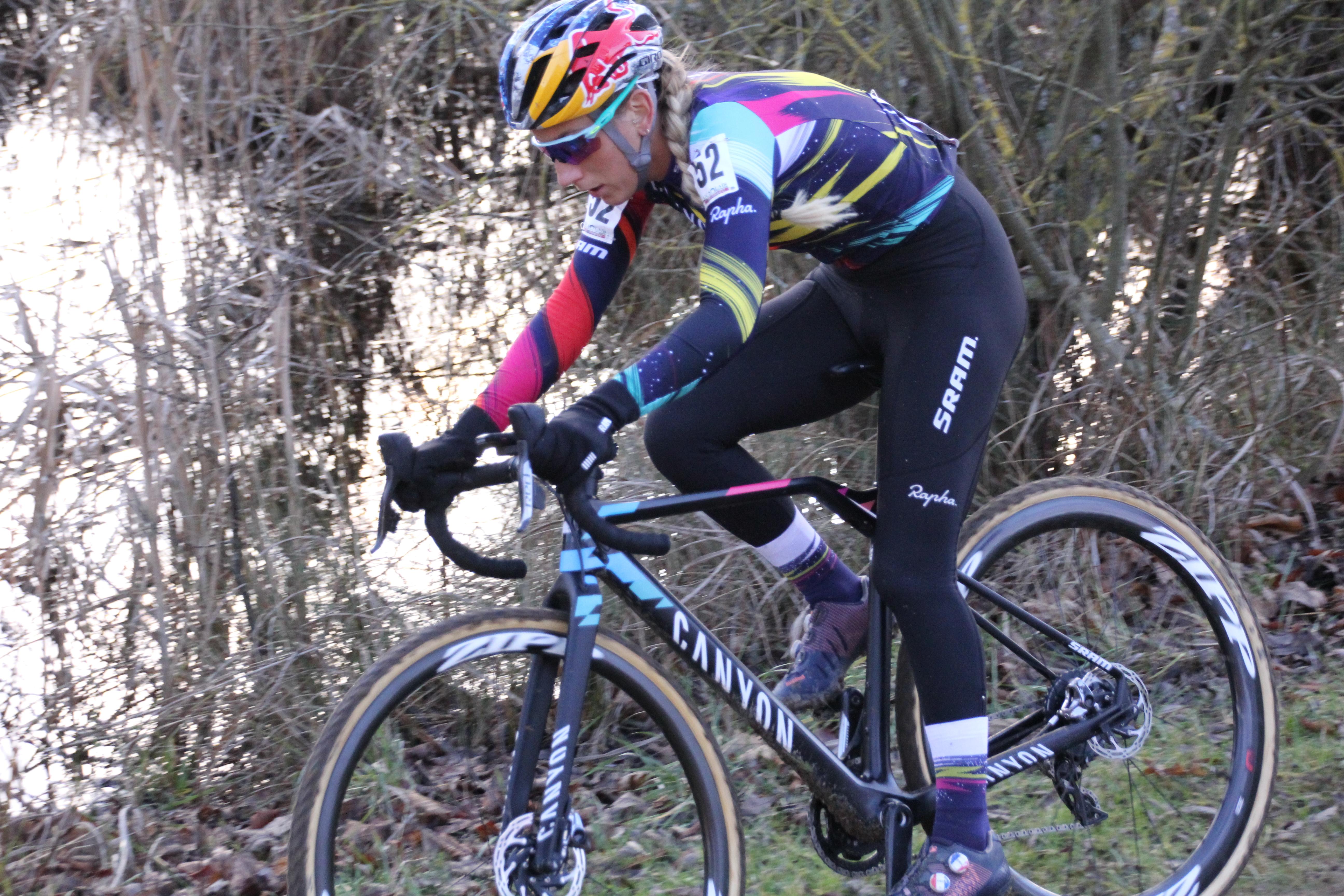 Pauline au pied du podium à Troyes